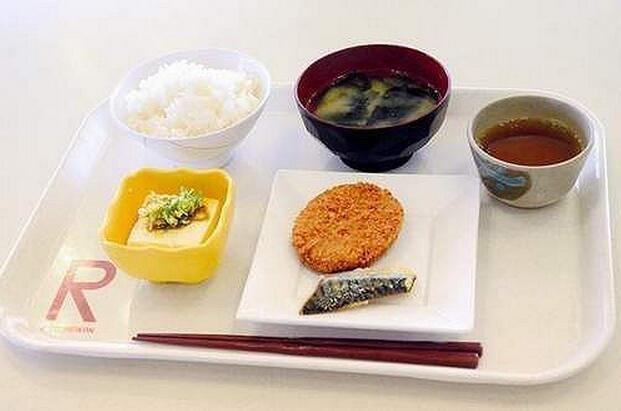 一枚硬币竟能在日本大学里买到这样的豪华早餐