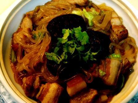 """东北大锅菜""""猪肉炖粉条"""""""