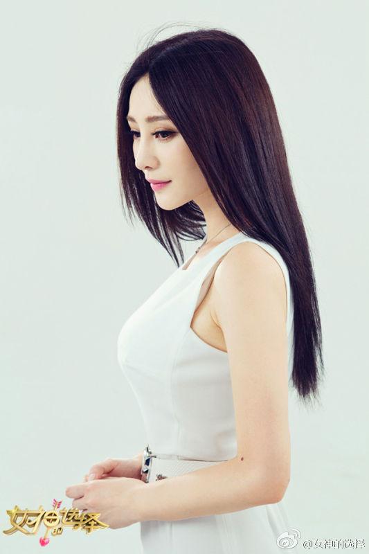 柳岩白衣录制节目 女神的选择贾玲大鹏或作为闺蜜加盟